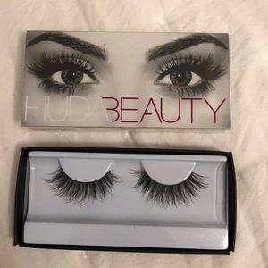 Huda Beauty false eyelashes in Samantha #7